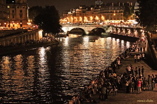 Saturday night by the Seine