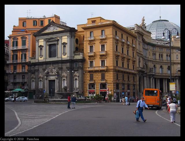 Naples  :   Piazza Trieste e Trento