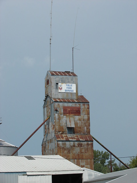 Rusting feed mill-Chillicothe,IA