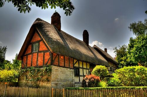 england english europe britain cottage elizabethan quaint hdr warwickshire thatched semitimbered annehatthaway stratfordupionavon houseshakespear timberframinghdr
