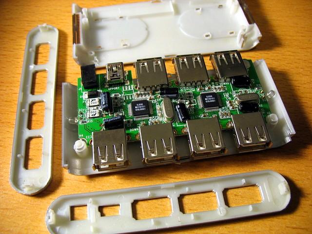 Belkin F5U700 USB hub open