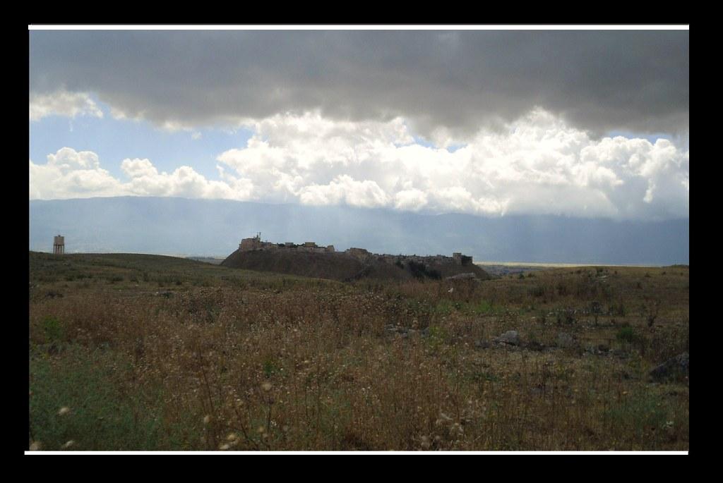 SYRIEN-Apamea, Festung - ein Gewitter naht