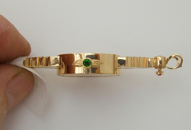 18K Black Opal Pendant / Side view