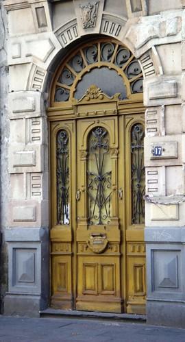 Puerta y herrajes