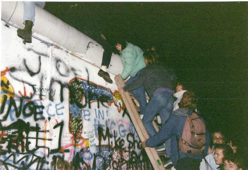 The fall of the Berlin Wall - November 1989 | The fall of th… | Flickr