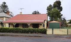 2015 0707  10 Dundas Street - considered to be the oldest house in Gawler.
