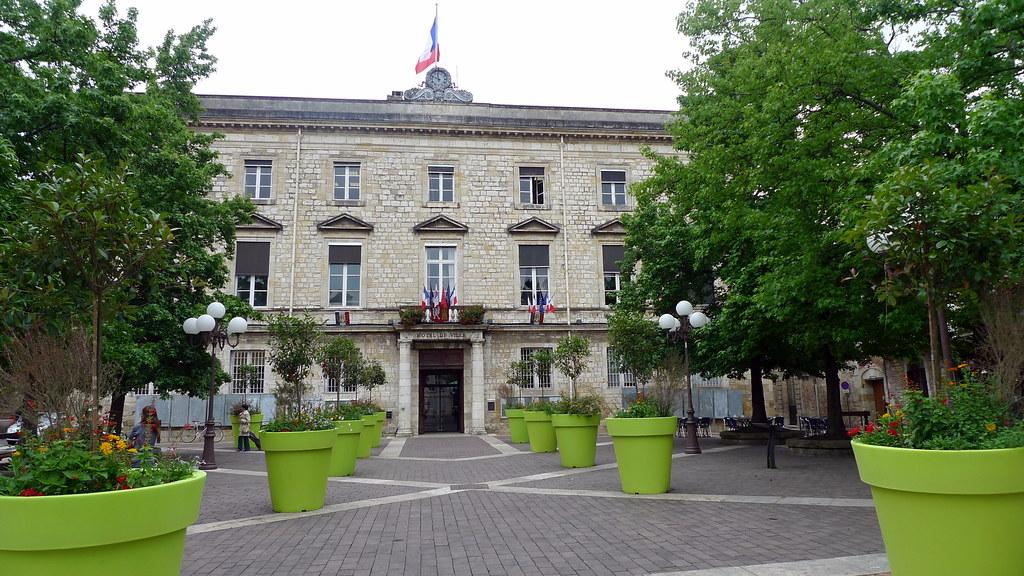 parvis de l'hôtel de ville (AGEN,FR47)