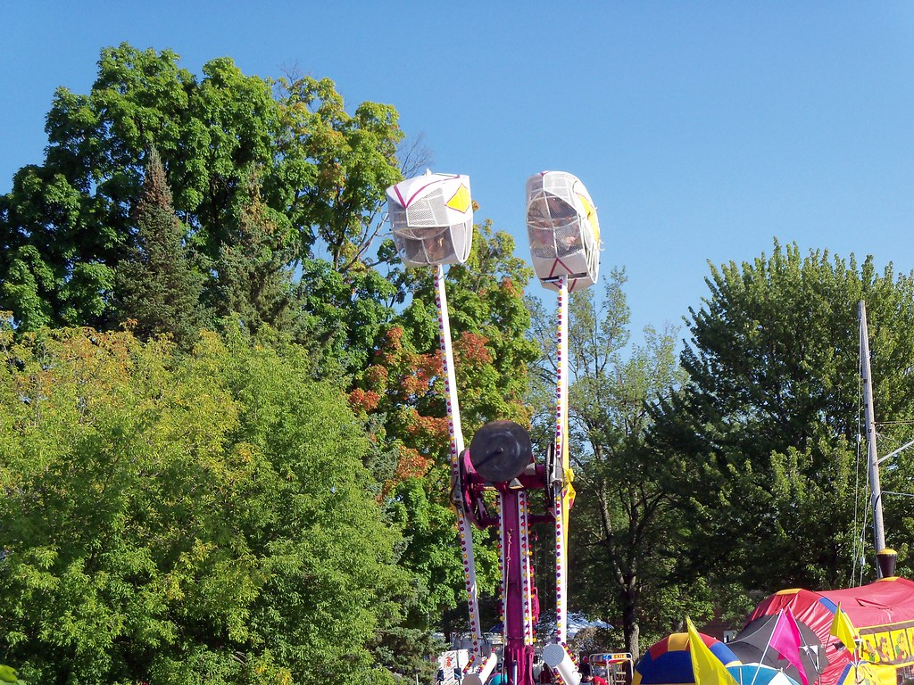 Earl's Rides Loop O Plane And Inflatable Train Bounce Ride…   Flickr