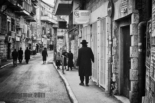 bw black jerusalem jewish jews orthodox ashkenazi ultraorthodox meashearim blacwhite shtreimel hardi