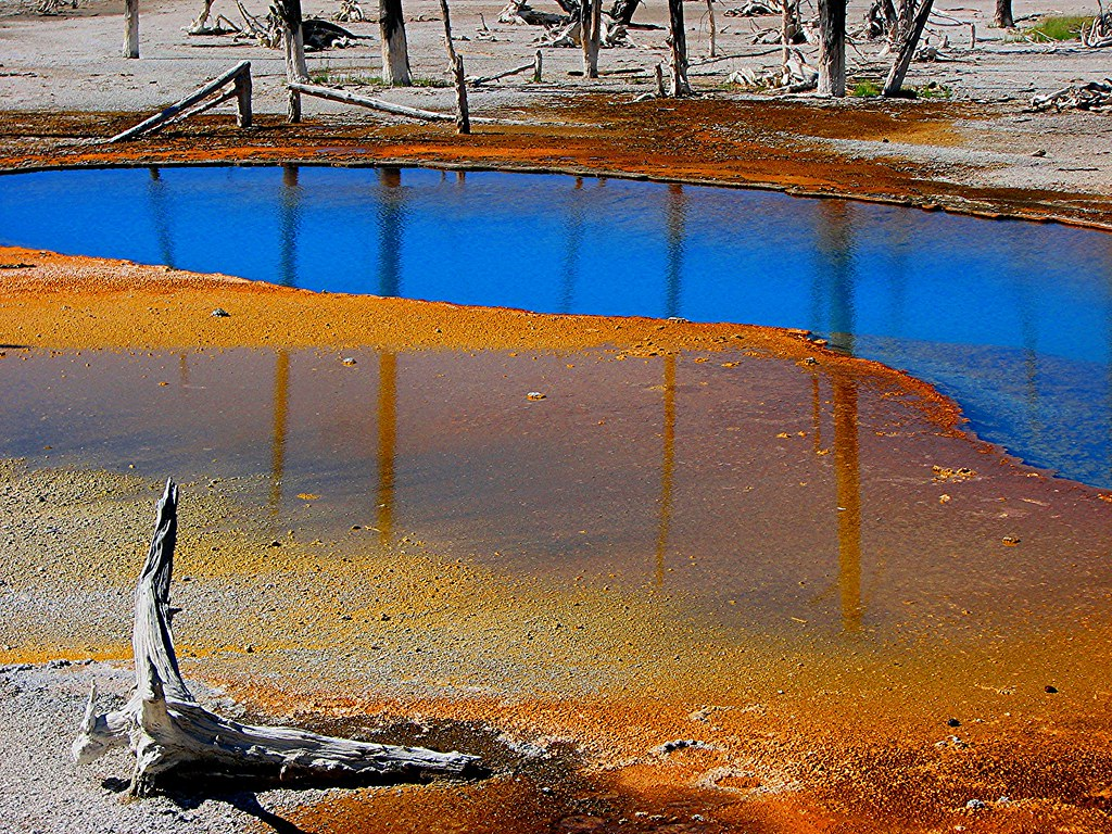 Sapphire Pool in Yellowstone National Park (USA)   While