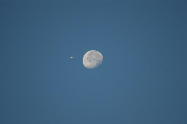 Flight 714 to moon-city (pic I)
