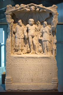 Weihestein des T. Qartinius Saturnalis, signifer, LVR-RömerMuseum, Xanten