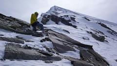 Mizerný sníh vůbec nedrží a skoro každý náročnější stup se musí pečlivě vybírat a přidupnout.