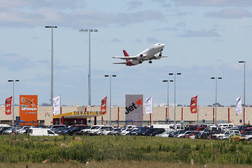 Have we got the wrong airport? Qantas 737 takes off from Avalon on a pilot training run