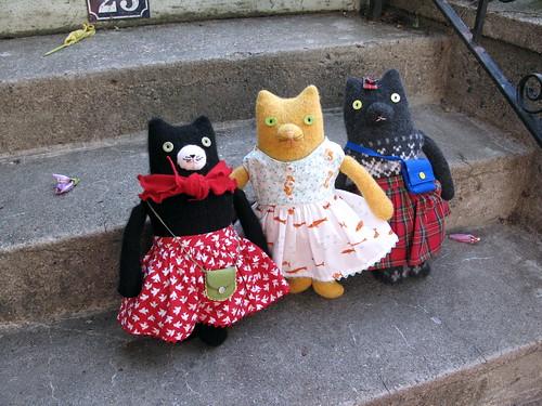 3 kitties on a step