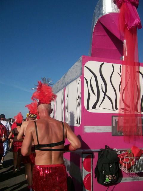 marathon du medoc 2010 : le char de priscilla