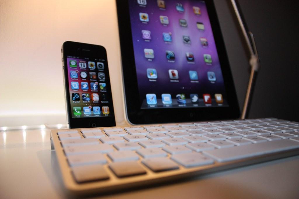 Apple iPhone4 & iPad 32GB WiFi | My mobile workstation  Appl