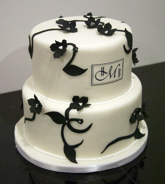 W9097 - black white floral wedding cake