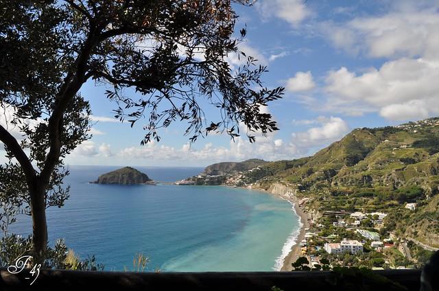 Guarda il mare: La costiera dei Maronti di Barano d'Ischia