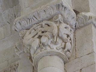 Iglesia de Santa Cecilia - Capitel interior | by albTotxo