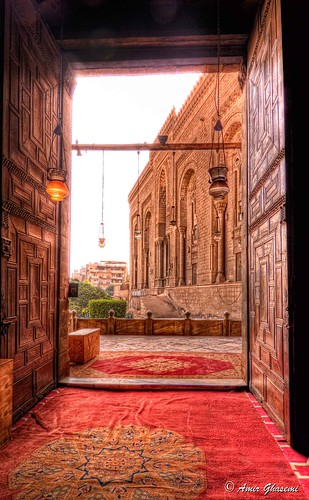 door architecture king egypt royal mosque farouk cairo burial sultan hassan exile reza ismail madrassa islamic pasha pahlavi khedive rifai