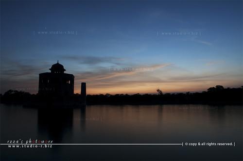 pakistan sunset sky water colors night clouds evening nikon long exposure snake minaret punjab reza lahore minar emperor antelop jahangir sillhoute studior d90 hiran 18135 sheikhupura rzza httpwwwstudiorbiz