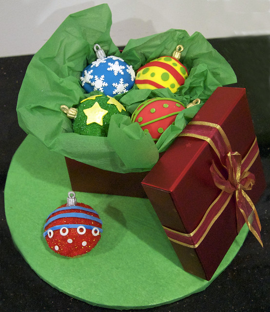 CC3051 - christmas ornament cupcakes