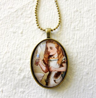 Alice in Wonderland necklace - Drink Me