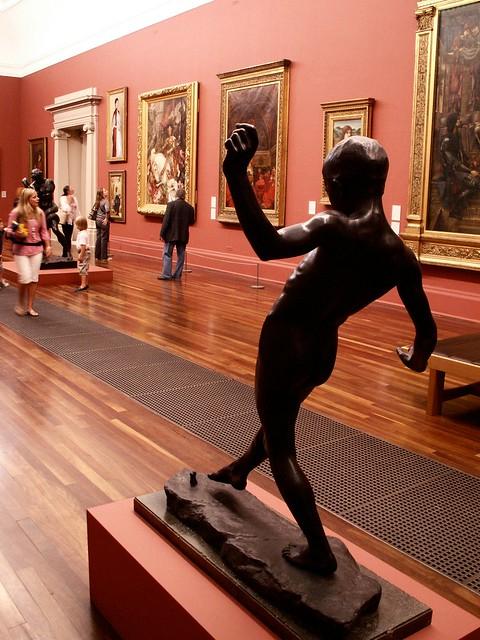 tiptoeing through the galleries