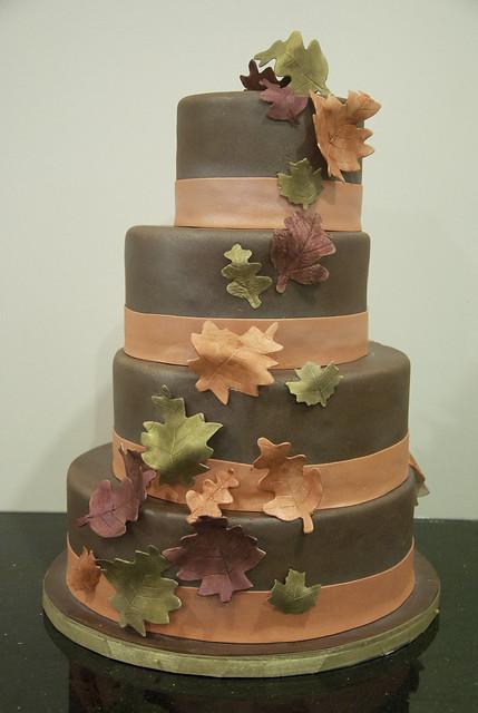 W9081 - chocolate fall leaf cake