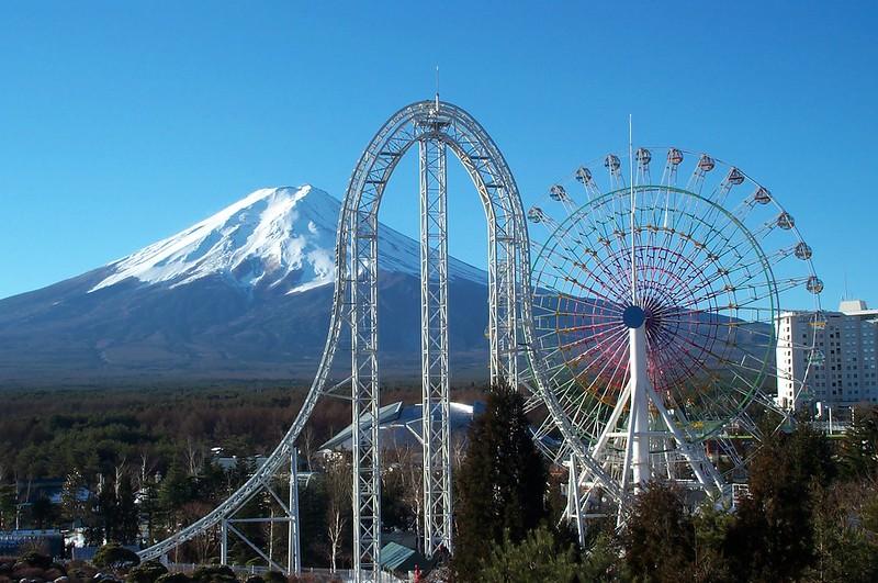 Launch Coaster - Dodonpa w-Mt. Fuji