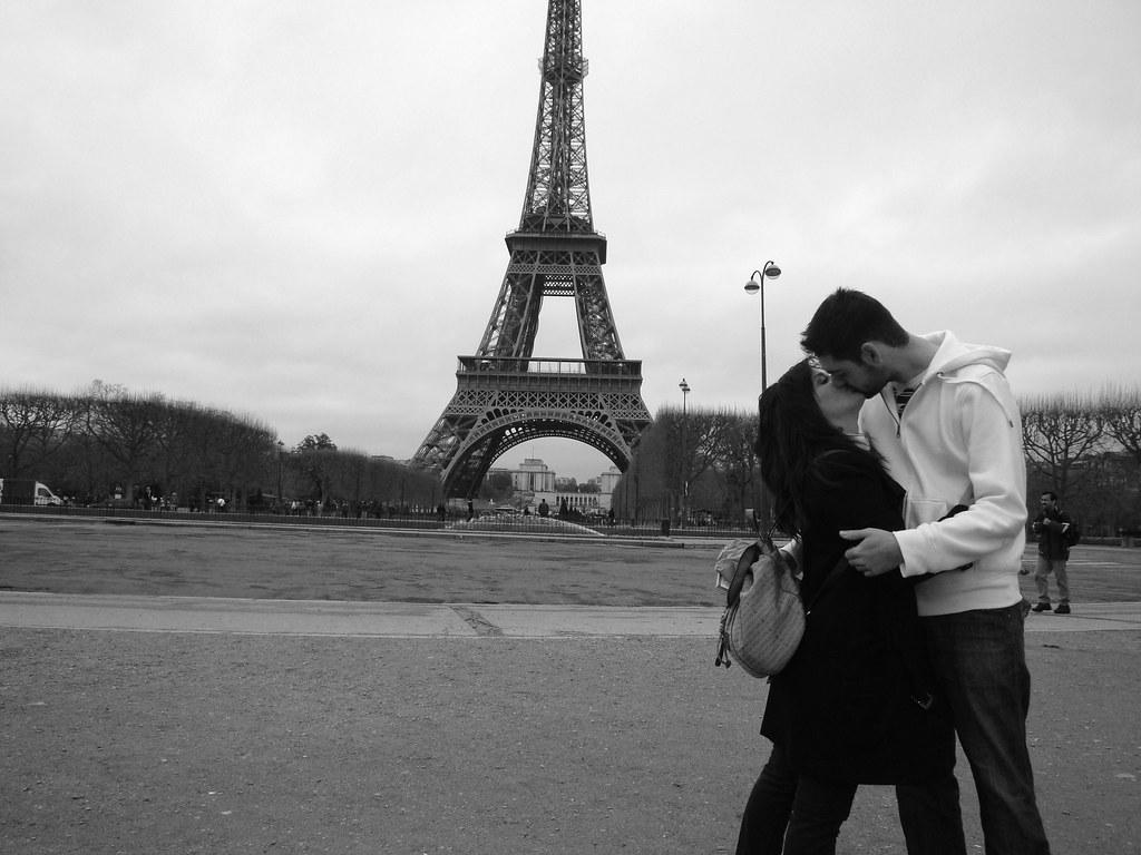 kiss in Paris!!!