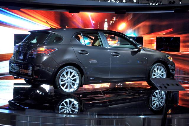 Lexus display