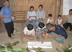 Mon, 29/11/2010 - 01:34 - Farmers analysing local maize varieties, Karst mountains, Southwest China  More information: biocultural.iied.org