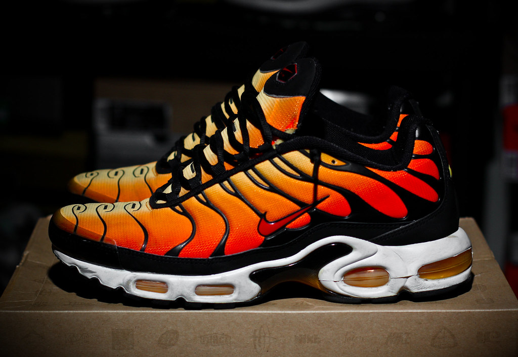 nike air max plus orange tiger