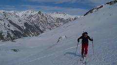 Vysoko nad Samnaun leží lyžařské středisko, na obzoru snímku. Počasí se podstatně vylepšilo.