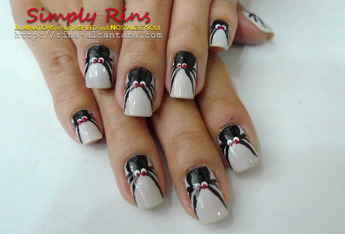 Nail Art Halloween Crawling Spiders 12 | by Simply Rins