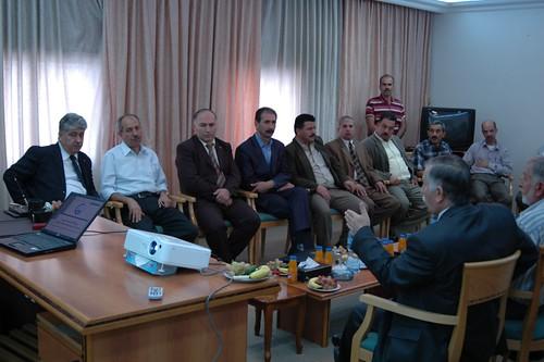 في العمل الفلسطيني وزير رابطة الخليل يزور الجامعيين