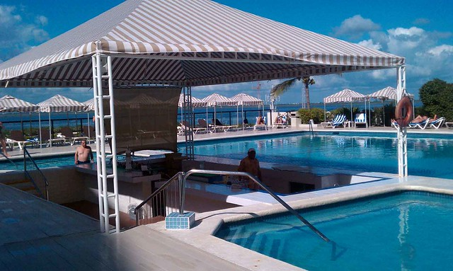 Swim up Bar in Cancun