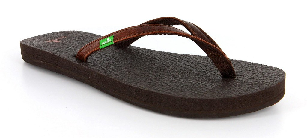 Sanuk S Yoga Spree Made Out Of Real Yoga Mats This Sandal