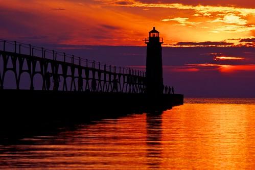 sunset lighthouse michigan lakemichigan greatlakes phare aton nikonf5 vuescan nikoncoolscan5000ed navigationalaid navaid aidtonavigation fujichromevelvia100rvp signalisationmaritime vacation2010lakemichigancircle