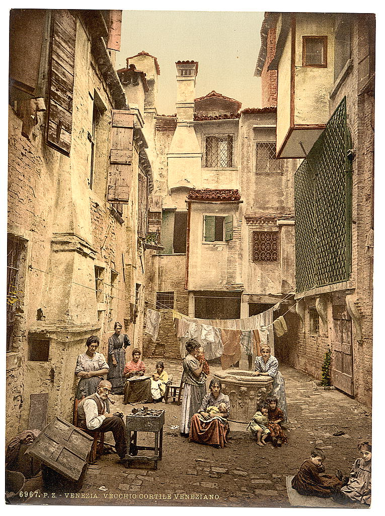 Old Venetian Courtyard Venice Italy Loc Old Venetia Flickr