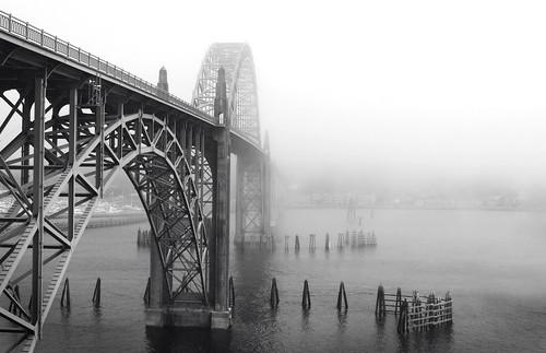 blackandwhite bw fog oregon day newport newportbridge pprowinner dwcfffog