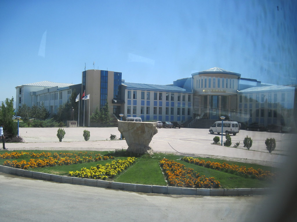 Van Yuzuncu Yil Universitesi Kampusu Rektorluk Ozturk