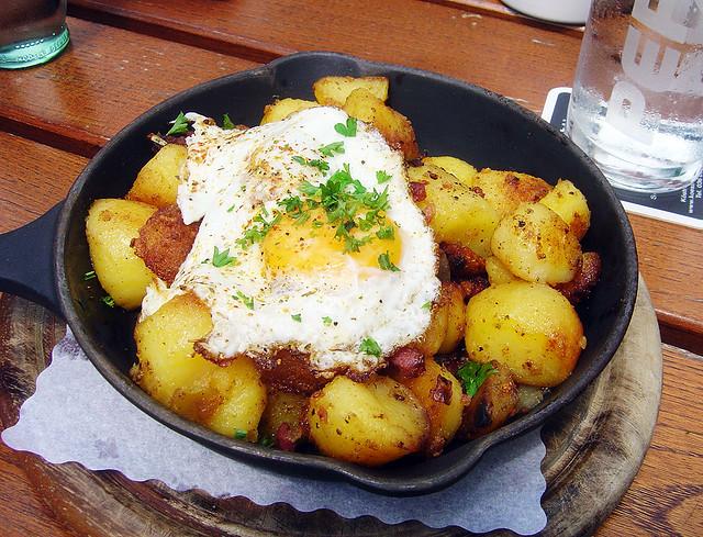 Bratkartoffeln & Spiegelei / Fried potatoes & egg