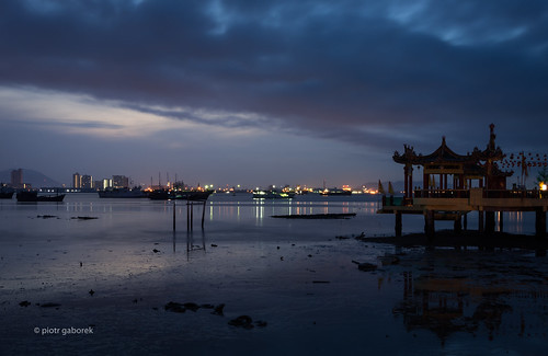 dawn sky dark sunrise jetty chinese clan temple water reflections city lights night morning malaysia malay asia asian penang georgetown moody lowtide pietkagab photography pentax piotrgaborek pentaxk5ii travel trip tourism sightseeing adventure outdoors