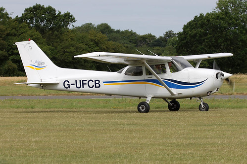 Cessna 172S Skyhawk G-UFCB | by Old Buck Shots
