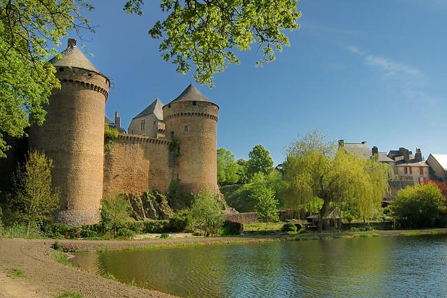 Les tours - Lassay-les-Chateaux (Mayenne)