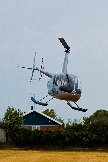 Robinson R44 Clipper II at Store legedag in Nyker