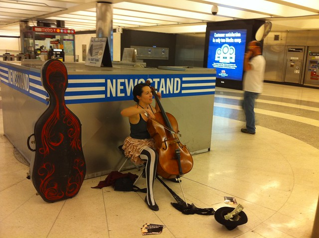 #pswed @unwoman playing #cello at Montgomery @bartsf station near Sansome & stutter